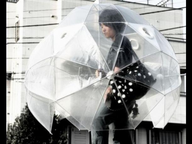 Esos días de poca o mucha lluvia pueden ser divertidos con estos excéntricos paraguas. Estas ideas fueron tomadas de Pinterest.