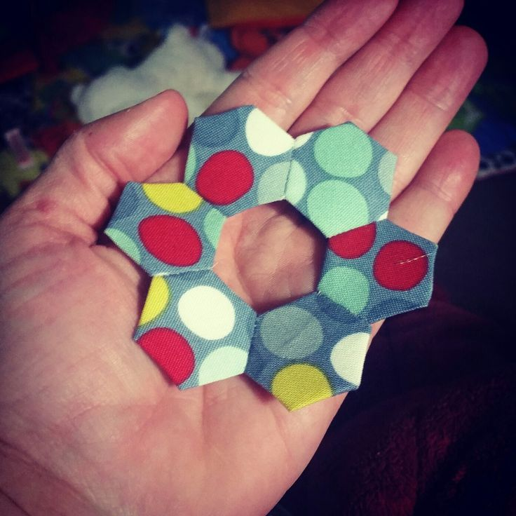 Decided to use up some of my smaller scraps on little hexi blocks....they are just too cute....I am really getting into this #SlowSewing very relaxing....this will be for Miniature #swap i am doing Never thought i would enjoy doing #epp so much.... #DarvanaleeDesigns #SlowSewing #epp #quilting #quiltinglife #hexies #SundayCrafting