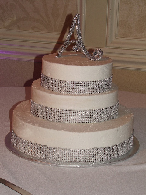 bling out wedding cakes 1000 images about wedding cuisine on 11922