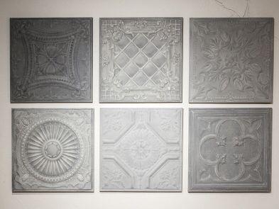 Wanddecoratie van zes stalen wandpanelen van Artivue. Deze set is te bewonderen bij Woonland in Maurik