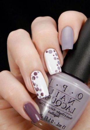 Нарощенные ногти, маникюр в нейтральных тонах с использованием дотса