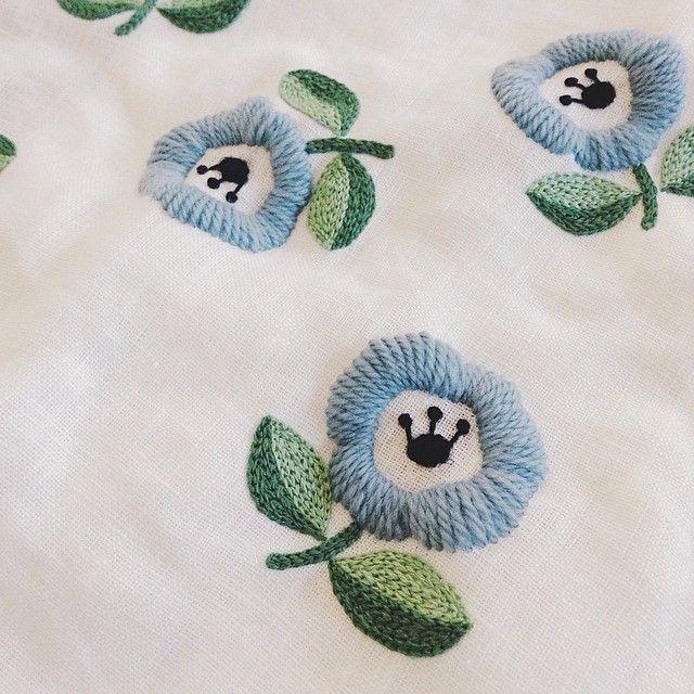 """""""ウール糸の研究中 #embroidery #刺繍 #wool"""""""