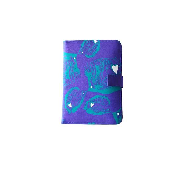 Handcrafted from 100% silk, this luxury passport holder will have you breezing through the airport in style. The perfect jet-setting companion.