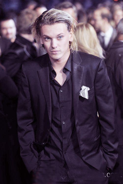Jamie Campbell Bower- played Caius in Twilight & now Jace in new City of Bones movie coming out soon. Have you heard his voice? Sooo hot!!!
