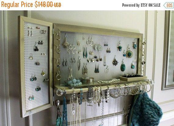 EN vente magnifique, vous aurez à choisir organisateur de bijoux avec support de boucle d'oreille de goujon articulé, support de bague velours et la barre de Bracelet avec des boutons de cristal