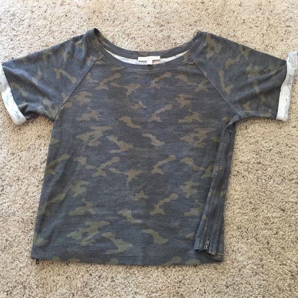 Camouflage top W/ zippers on the side Under Skies Tops Sweatshirts & Hoodies