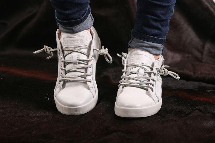 Blackstone Sneaker- flacher, leichter Damensneaker in weiß- NL64 White #blackstoneshoes #gotingcliff #landbootique #sneaker #damensneaker