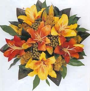 #Bouquet sposa #autunno: lilium gialli e #arancioni, bacche, foglie verdi