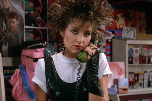 Iona (Annie Potts) in Pretty in Pink (1986)