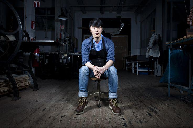 Möt konstnären och den grafiske formgivaren Kyuhung Cho från Sydkorea.Just nu är han The Artist in Residence på Grafikens Hus i Mariefred.  Som en del i projektet ska han jobba i Grafikens Hus egen verkstad under sex veckor.Resultatet av hans arbete kommer att ställas ut i mars. And believe me when I say: it's worth waiting for.(2012)