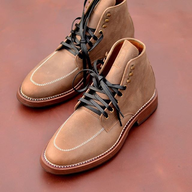Warhorse boots in scratch brown, It features soft pull-up leather with an apron-toe contrast stitching, adds the detailed uniqueness to the composition.  #TXTURE #foreverBoots #slickanddestroy #vintage #workwear