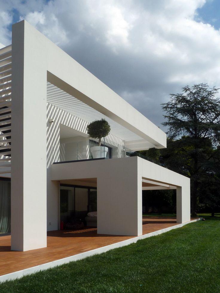 Concrete beams & aluminium Shades