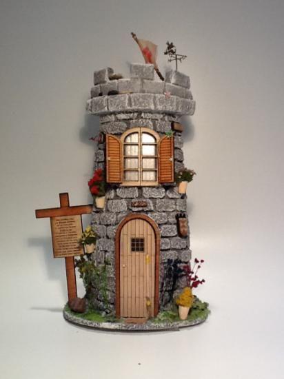 teja pequeña castillo figura ceramica,madera,textura decorado,moldeado