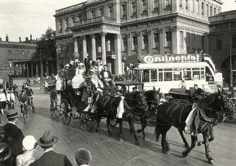 1928 Unter den Linden Ausflug mit Postkutsche