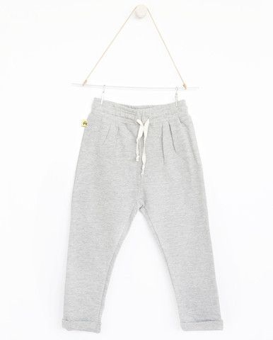 AUGUST Relaxed pants - Plain grey     A collaboration with Vitviu. Photo Therese Fische