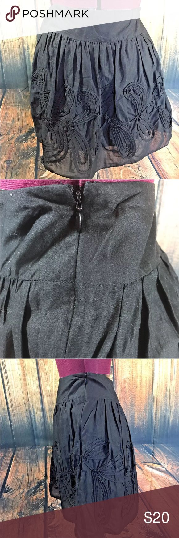 "Ann Taylor Loft Petite Skirt Fabulous skirt by Ann Taylor LOFT Petites  Side zip  Lined  100% Cotton  Size 00P  Measures 13"" across waistband, flat  Measures 18.5"" long  Gently worn, good condition LOFT Skirts A-Line or Full"