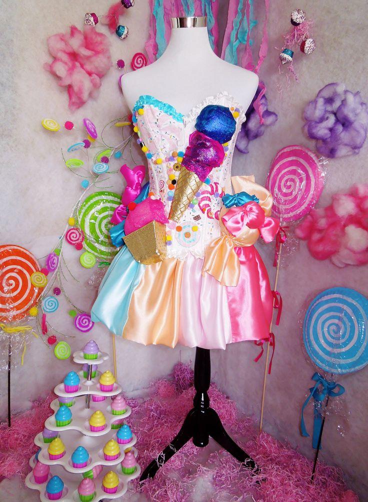 Schöne 2 Stück Outfit. Jedes Stück an diesem Kleid ist handgefertigt. Korsett mit Süßigkeiten-Details, ich habe versucht, so nah wie möglich an das original Kleid :) Rock wird das Korsett passend gemacht und es hat Gummizug. Das Korsett strafft auf der Rückseite mit schnüren.