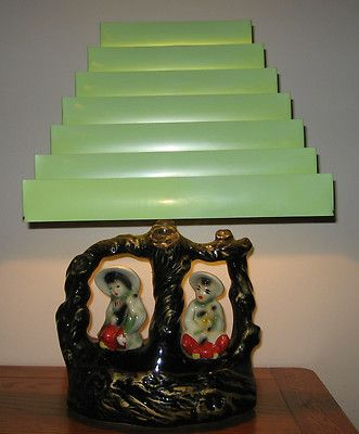 VINTAGE-Mid-Century-Asian-Oriental-Theme-TV-or-Dresser-Lamp-Venetian-Blind-Shade