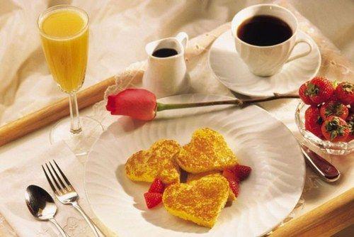 Completo desayuno en la cama - Los mejores desayunos para San Valentín