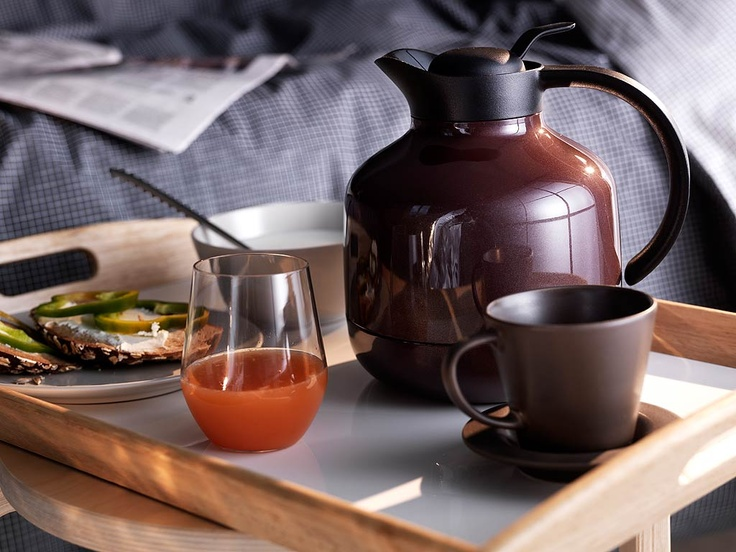 Lazy breakfast in bed    Enjoy a lazy Sunday with breakfast in bed. Complete serving ware with coffee mugs, glasses, bowls and a large tray.