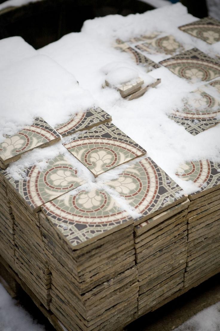 Grote partijen motieftegels voor bijv badkamer of keuken bij jan van ijken oude bouwmaterialen eemnes    www.oudebouwmaterialen.nl
