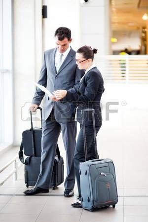12897846-empresario-y-de-negocios-en-el-aeropuerto.jpg (300×450)