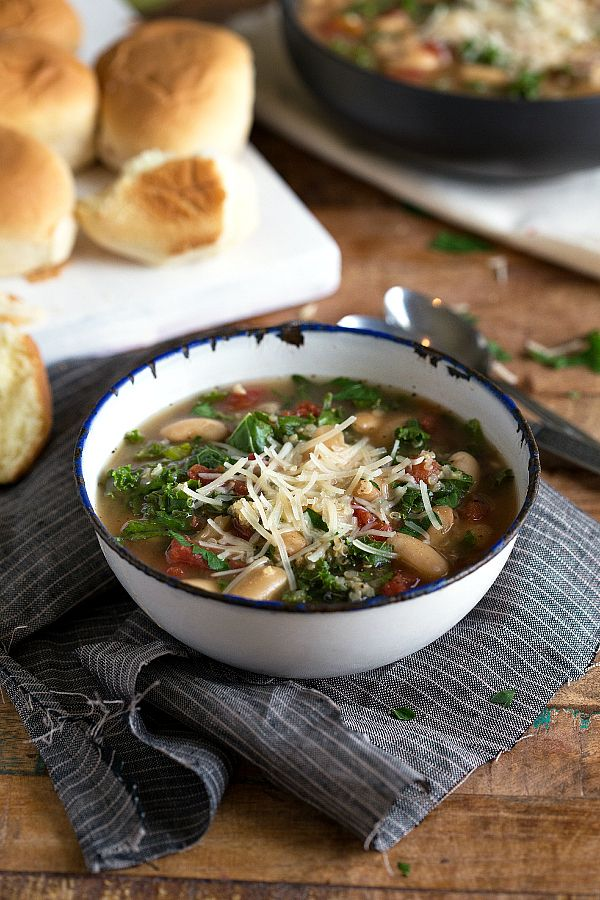 {Slow Cooker} Quinoa, White Bean, and Kale Soup
