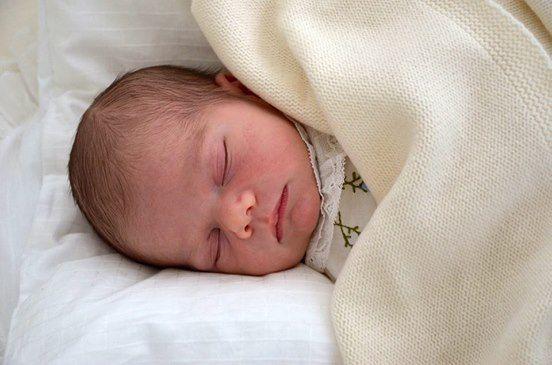 05.03.2016. Il principe Oscar, secondogenito della Principessa della Corona Vittoria