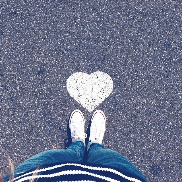 Loooove is everywhere! #Budapest #hungarian #heart❤ #autumnfashion #heartbeat #slowlife #slowtravel #whiteconverse