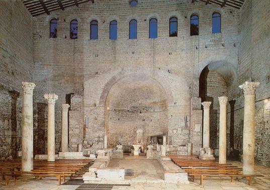 Храм Домитилла расположен ниже уровня поверхности земли