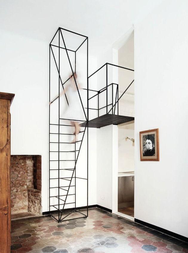 Escalera. Escultura.