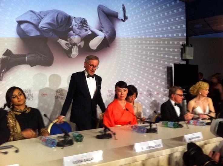 #StevenSpielberg et ses jurés lors d'une conférence de presse. #Cannes2013.