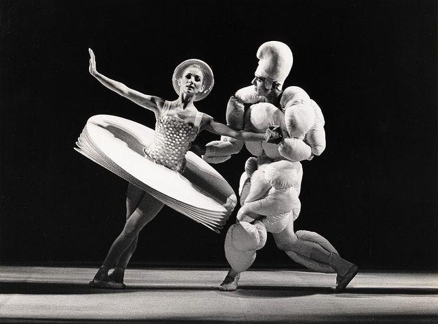 Das Triadische Ballet by deSingel International Arts Campus.