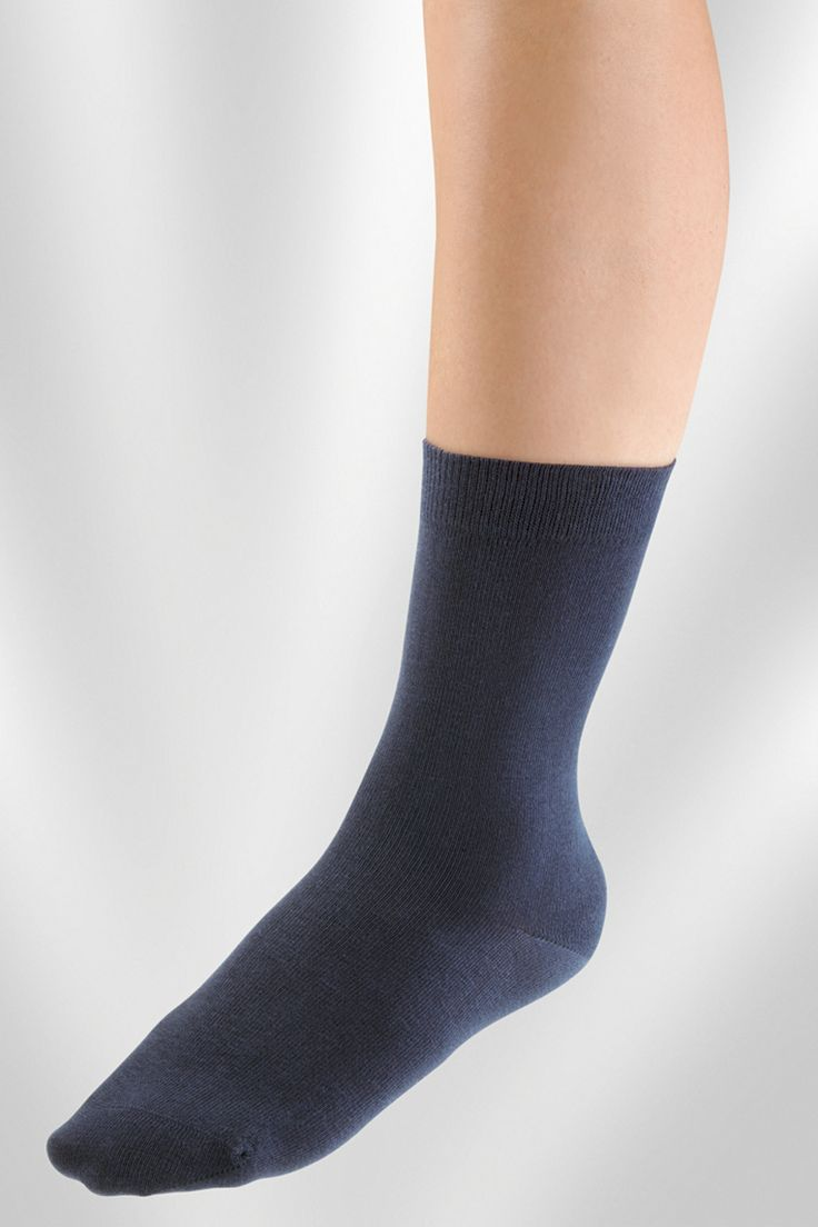 JUZO SENSITIVE   The Juzo ® Sensitive is distinguished by its noticeably lightweight and smooth feel. This is achieved by the use of cotton core yarn. The natural, soft elasticity of the material a soft and smooth, wrinkle-free fit is given.