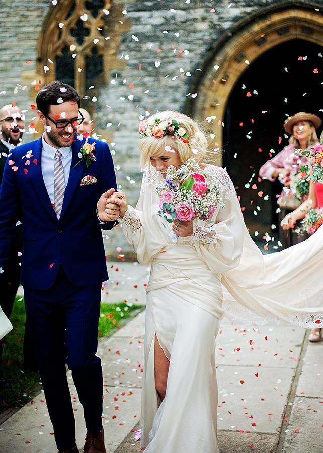 ハート型の紙ふぶきなんてのもアリ♡ウェディングのフラワーシャワーの写真は結婚式の大切な思い出ですよね。記念に残したいブライダルフォトの一覧をまとめました♪ご参考に♡
