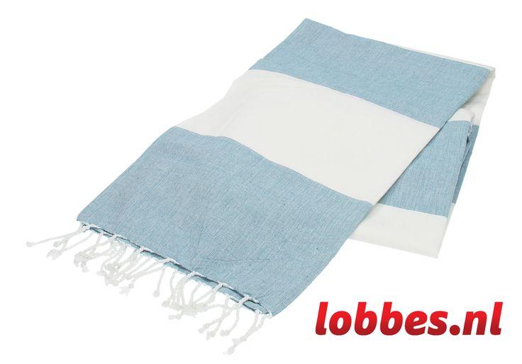 Met deze hamamdoek kunt u alle kanten op! De doek is ideaal als handdoek voor het strand te gebruiken. Karakteristiek voor de hamamdoek is dat hij veel vocht opneemt, licht is, klein kan worden opgevouwen en groot genoeg is om heerlijk op te kunnen liggen. De doek is ook erg handig te gebruiken als omslagdoek, picknickkleed of tafelkleed. Het materiaal van de hamamdoek is 100% katoen.