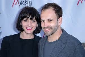 jonny lee miller and wife/fashion model michele hicks