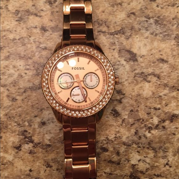 fossil rose gold watch a fossil watch in rose gold some wear on the band i love this watch. Black Bedroom Furniture Sets. Home Design Ideas
