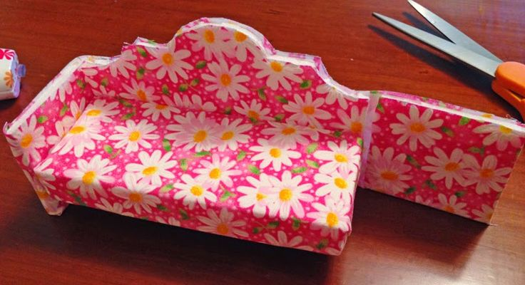 Dollhouse Decorating!: Making a dollhouse couch (sofa) out of foamboard
