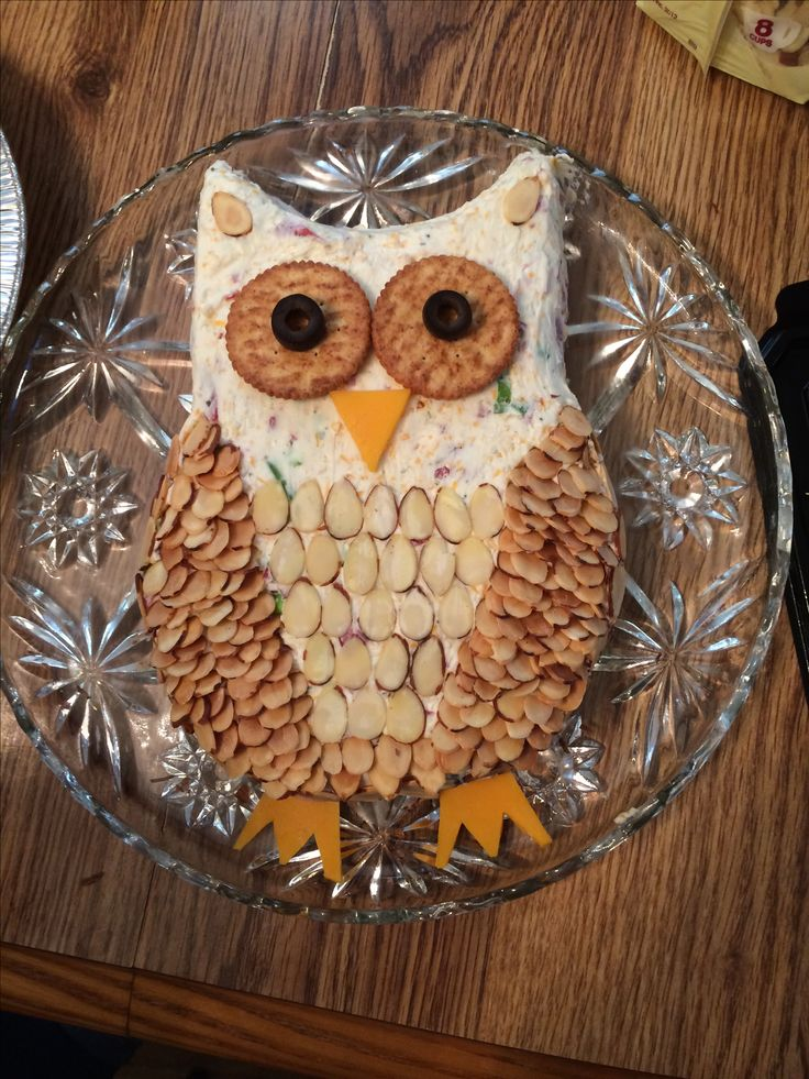 Owl Cheese Ball is the cutest - with crackers for eyes and slivered almonds for feathers. so cute (and tasty). Perfect for autumn, or a woodland-themed party, or for Halloween!