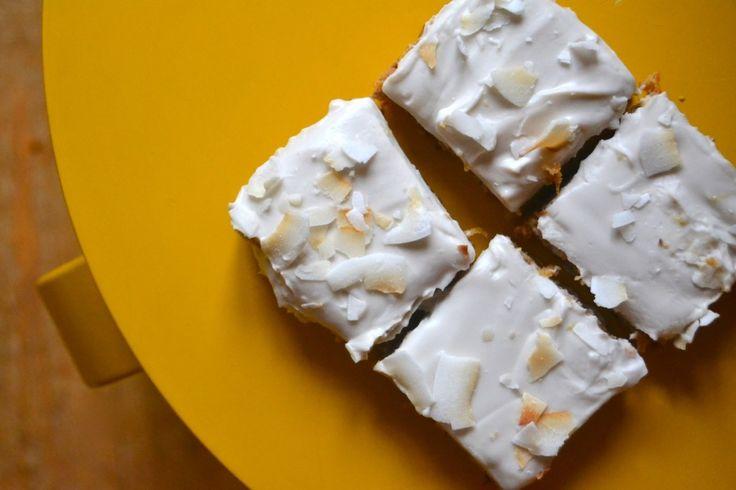 Porkkanakakku kookoskermakuorruteella    -    Maukas kakku ilman sokeria, mahdollista?