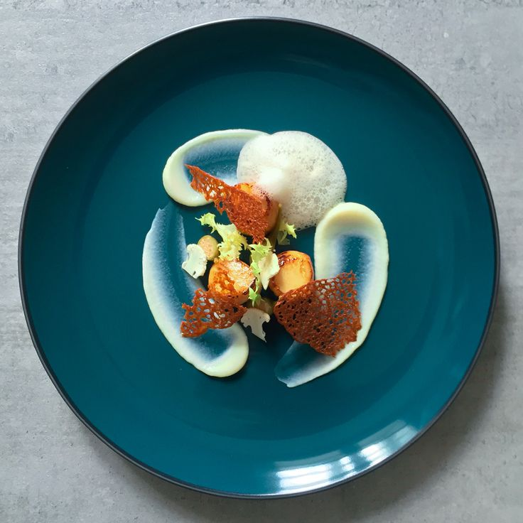 ScallopsWITH CAULIFLOWER PURÉE, ANCHOVY FOAM & CAPERS Inspired by the Mediterranean, the enticing ingredients of the recipe transform this scallop dish into a work of art. All the elements of …
