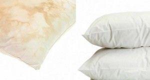 Cette astuce simple va faire blanchir vos vieux oreillers jaunis et vous faire économiser de l'argent
