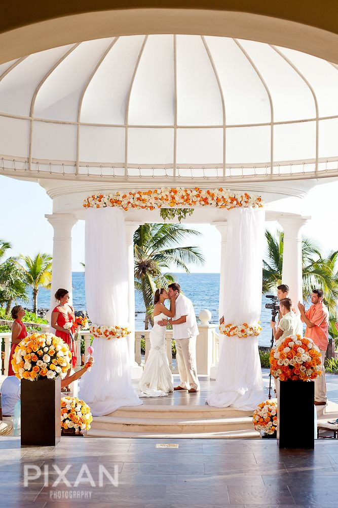 Bright C And Ivory Roses For This Ceremony At The Gazebo Hotel Barcelo Rivieramaya Design