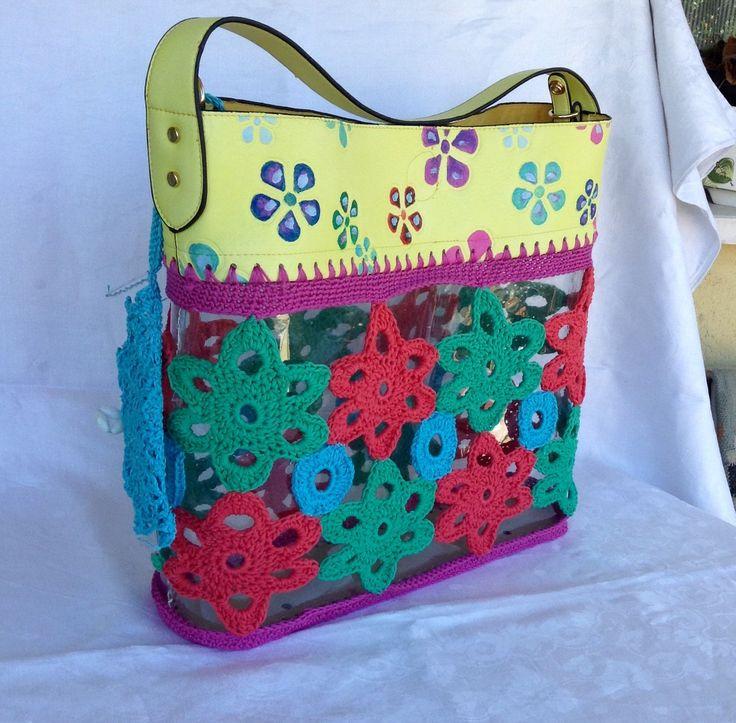Borsa a spalla a fiori colorati su fondo trasparente, con parti in eco pelle dipinta a mano : Borse a tracolla di bags-dream-team