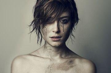 Foto: ragazza guerra lacrime