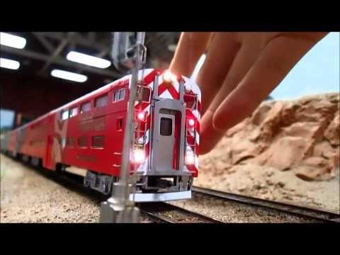 Caltrain HO Scale Gallery Trainset Stanford Hospital EMD F40PH Northboun...