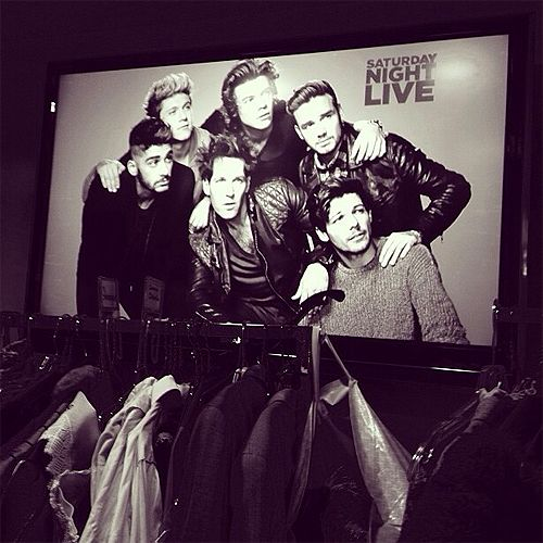 One Direction and Paul Rudd on SNL tonight!!