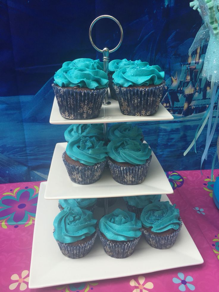 Frozen Party Cupcakes
