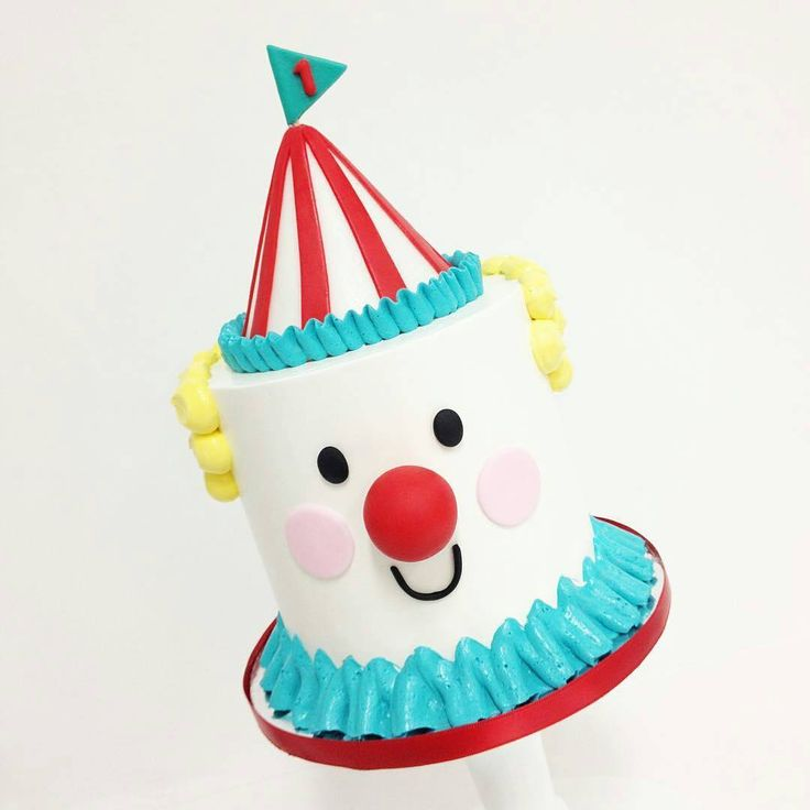 An alternate version of the #clown smash #cake. Perfect for any #circus themed #birthday #party! #sweetandsaucyshop #buttercream #fondant #dessert